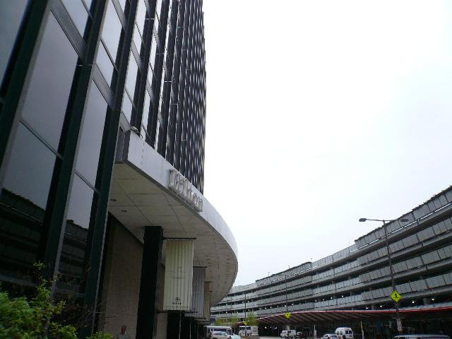 ホテルと駐車場