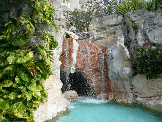ガーデンプール滝