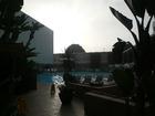 カバーナ棟とプール